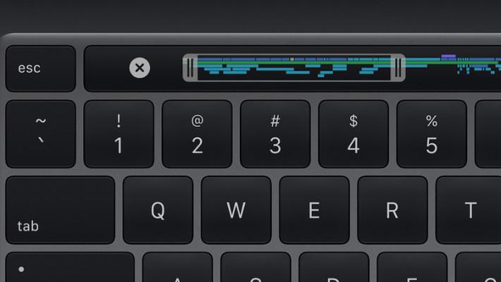 """採用去年在 16"""" MacBook Pro 引入的剪刀腳式結構、 1mm 鍵程精妙鍵盤,保留了實體 ESC 鍵和倒 T 型方向鍵,並有 Touch Bar 和 Touch ID 。"""