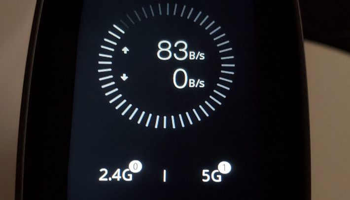 實時顯示兩組頻譜的連線裝置數目,以及網絡傳輸總速度。