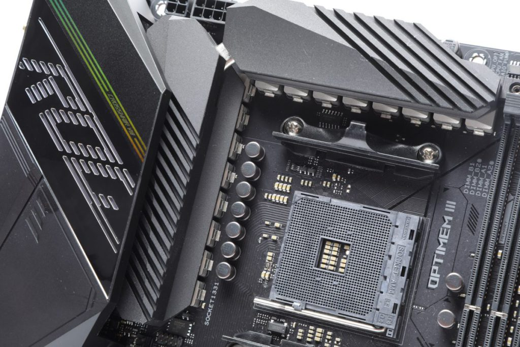 CPU 採用 14+2 相供電設計。