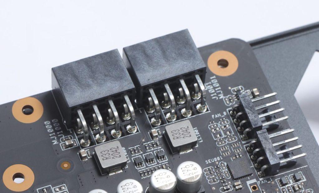 雙8-pin PCI-E供電設計。