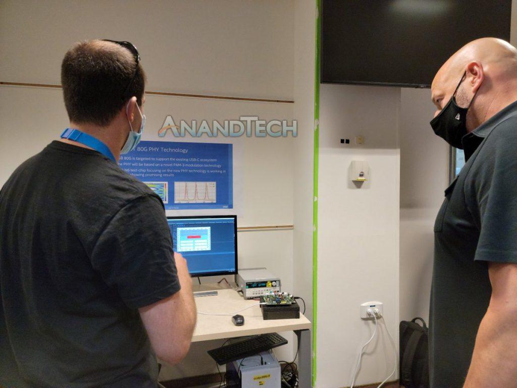 Gregory Bryant 貼出的照片顯示了據說是 Thunderbolt 5 的技術資料。(來源: AnandTech )